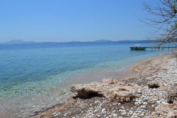 Παραλία Λιμνιώνα – Διακοπές μέσα στη φύση
